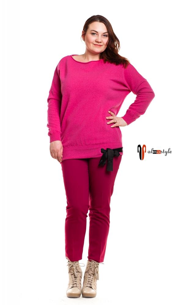 Яркий розовый свитер с длинным рукавом