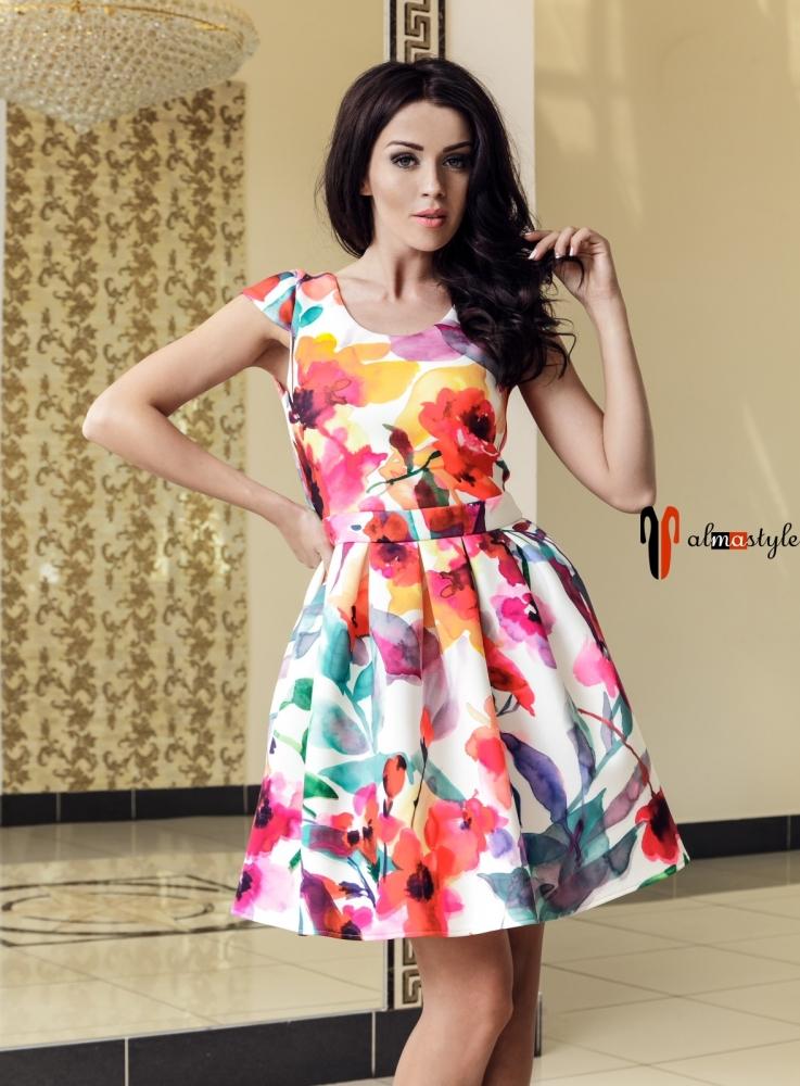 Яркое короткое платье с цветочным принтом