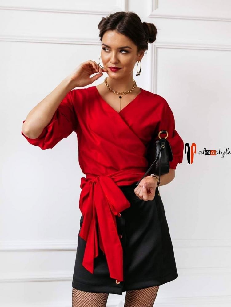 Блузка красная с запахом со сложными рукавами и поясом-бантом