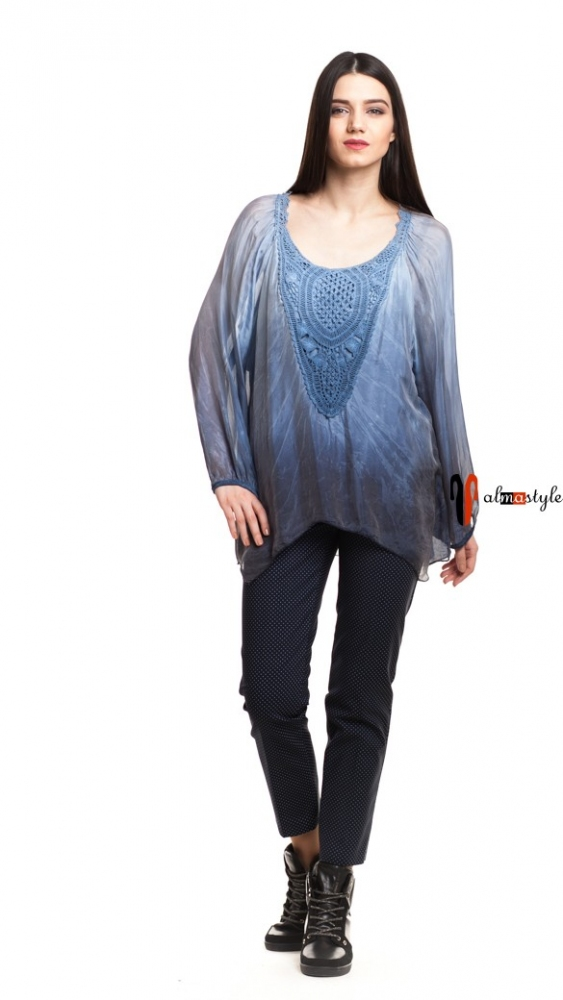 Голубая блуза из шелка и вискозы