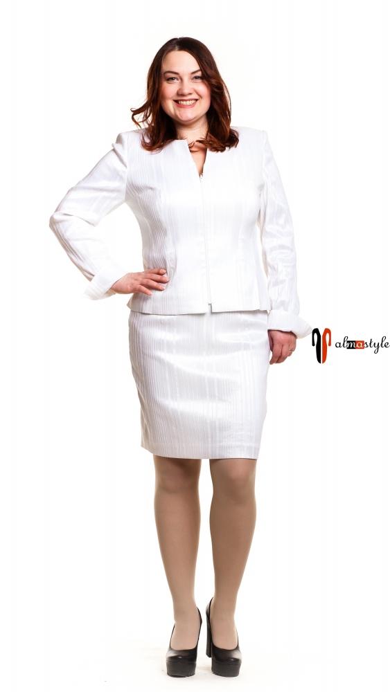 Костюм белый, с юбкой, большой размер