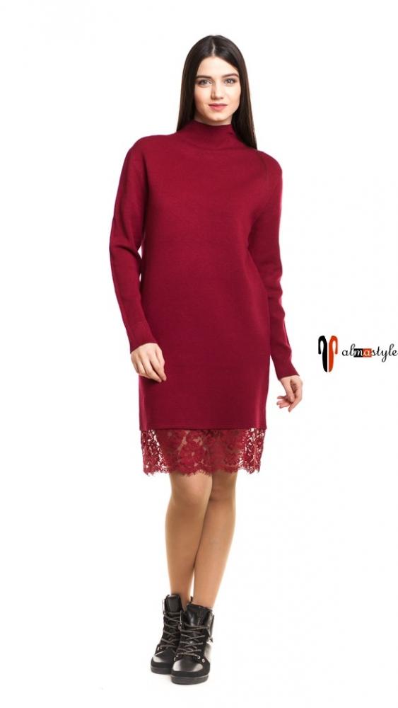 Бордовое трикотажное платье с кружевом