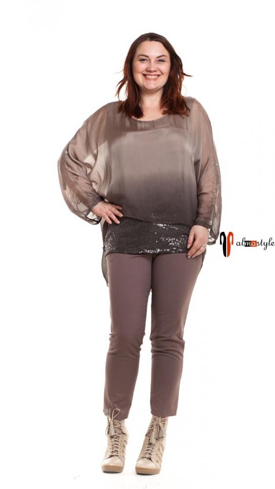 Блуза, украшенная пайетками, бежевая