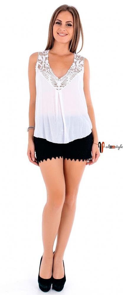 Белая майка-блузка с кружевом и эффектной спинкой из гипюра