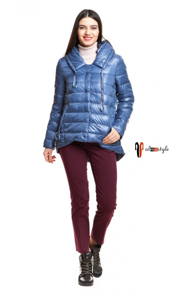 Короткая синяя демисезонная куртка с капюшоном