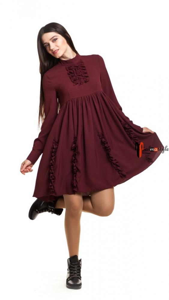 Стильное платье-клеш бордового цвета