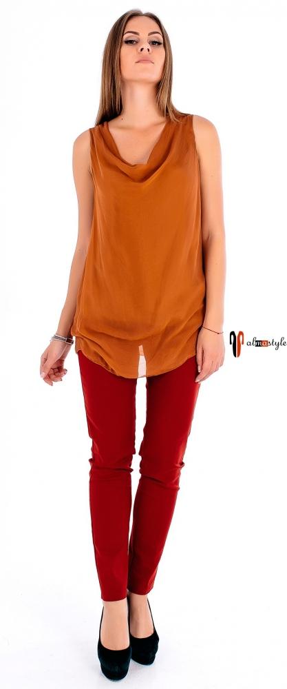 Майка кирпичного цвета с гипюром на спине
