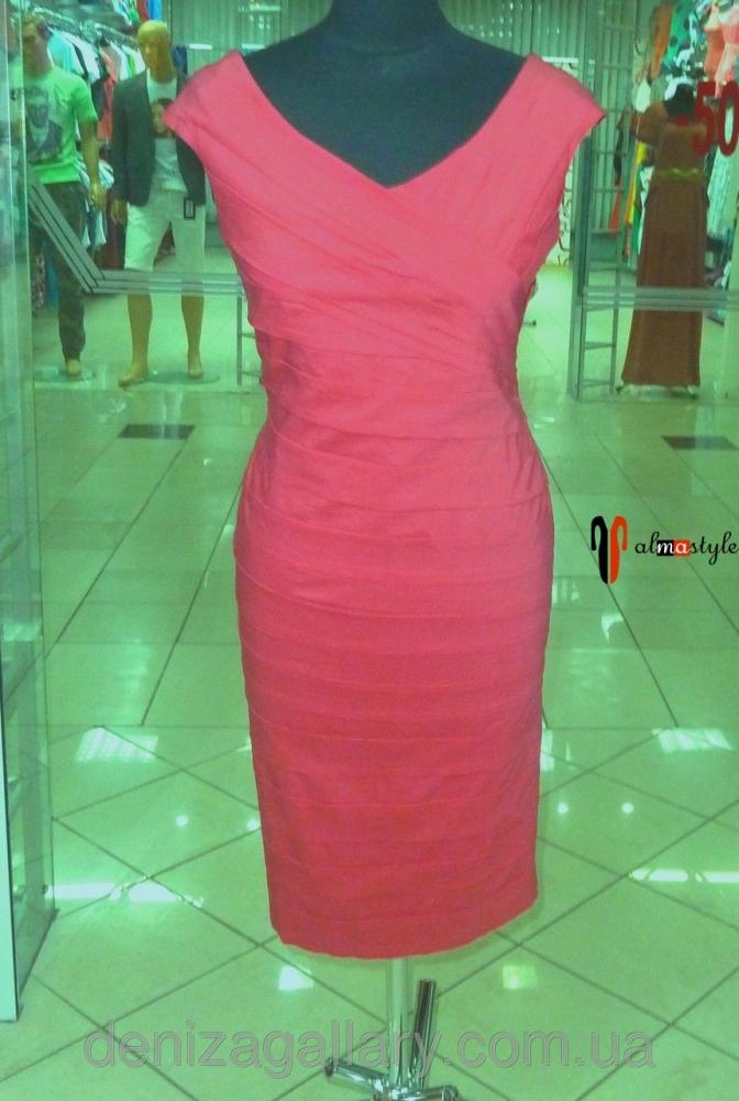 Платье с драпировкой кораллового цвета
