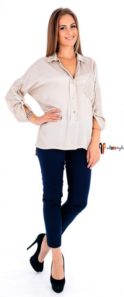 Бежевая блузка из атласа на пуговицах