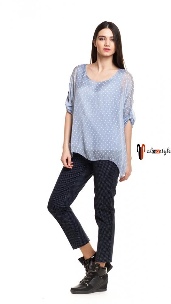 Голубая блуза в горошек