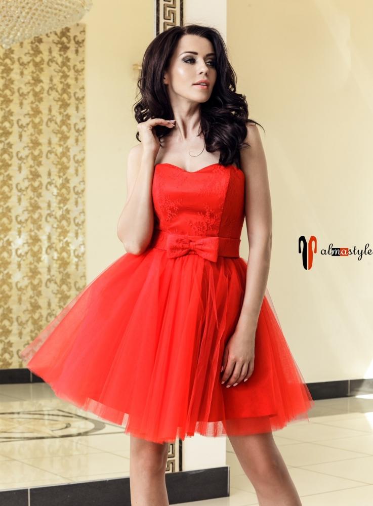 Короткое пышное платье кораллового цвета