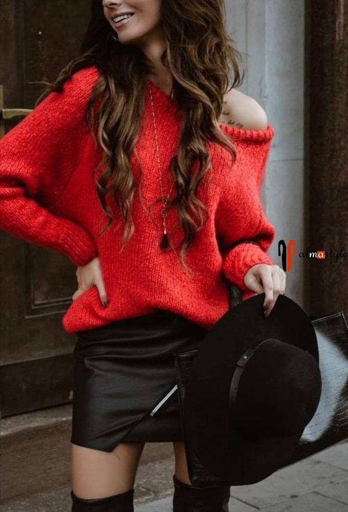 Свитер красный шерстяной оверсайз и юбка из экокожи черная