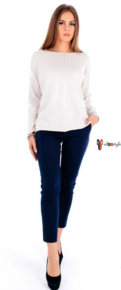 Блестящий белый свитер с длинным рукавом