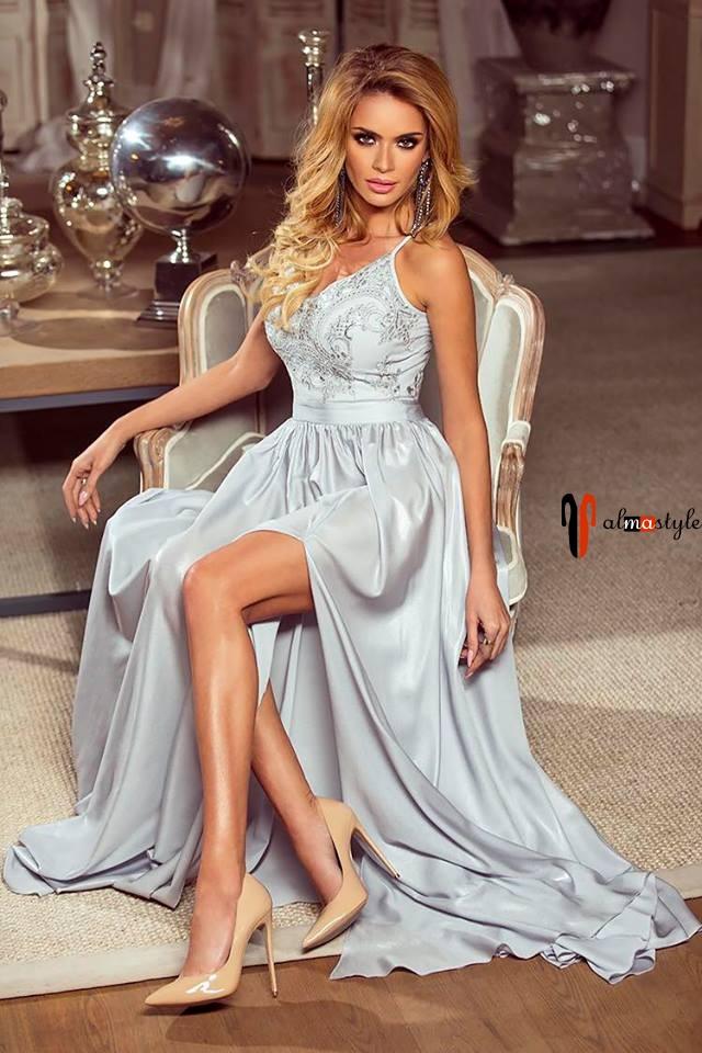 Светлое платье, в пол