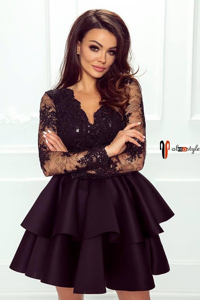 Платье пышное, короткое, с рукавом