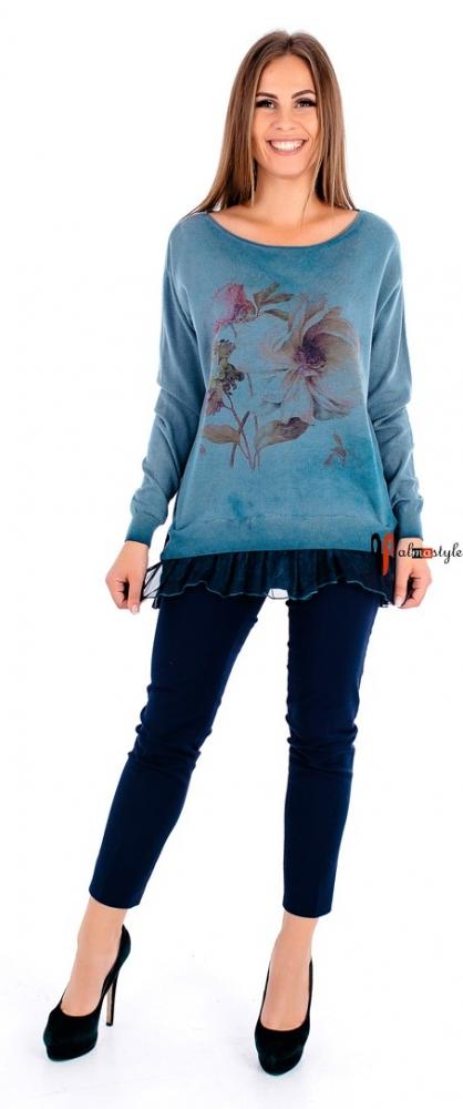 Голубой теплый свитер с шифоновой отделкой