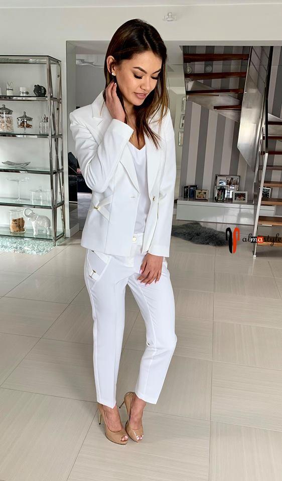 Белый жакет, белые брюки