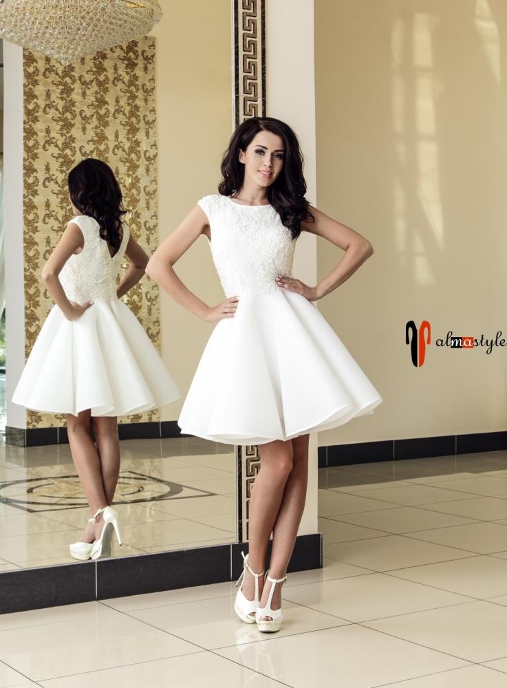 Выпускное пышное платье белого цвета