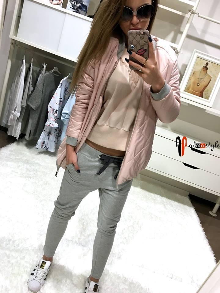 Розовая короткая куртка на резинке