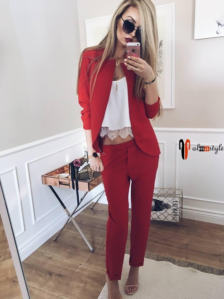 Красный женский костюм с узкими брюками