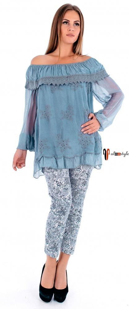 Голубая блуза из шелка с воланом и длинным рукавом