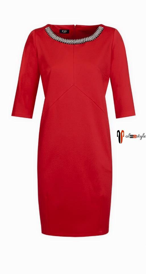 Красное платье длиной до колена