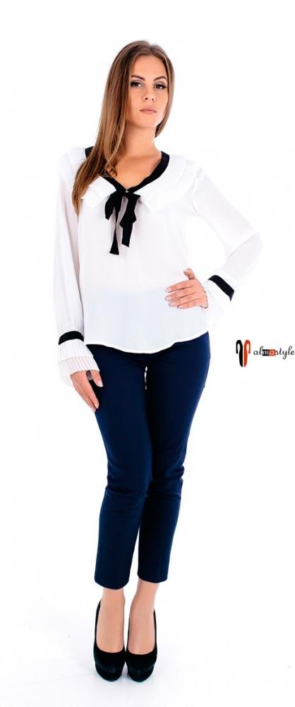 Белая блузка-морячка с бантом