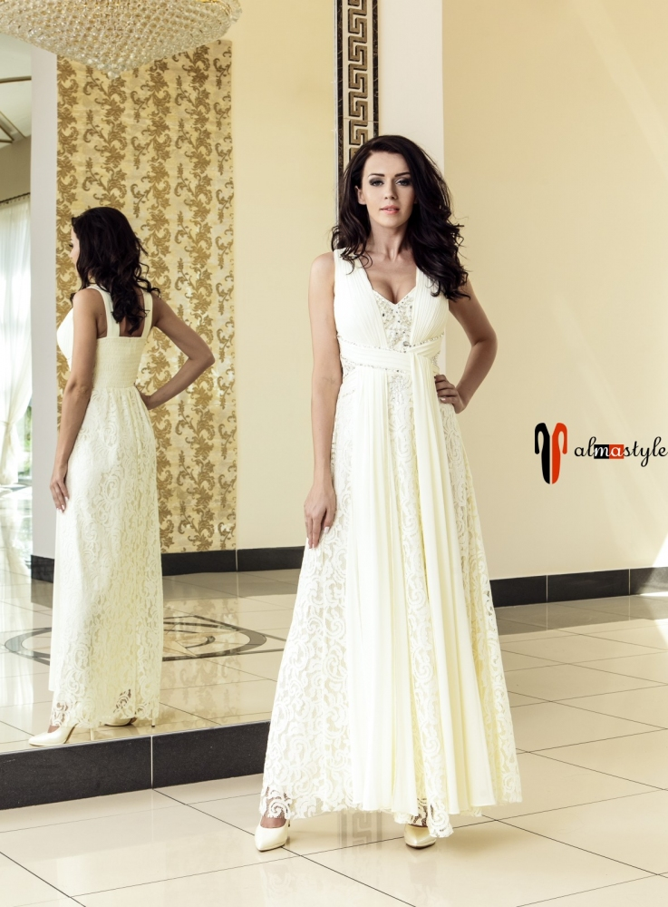 Вечернее длинное платье из гипюра цвета шампань