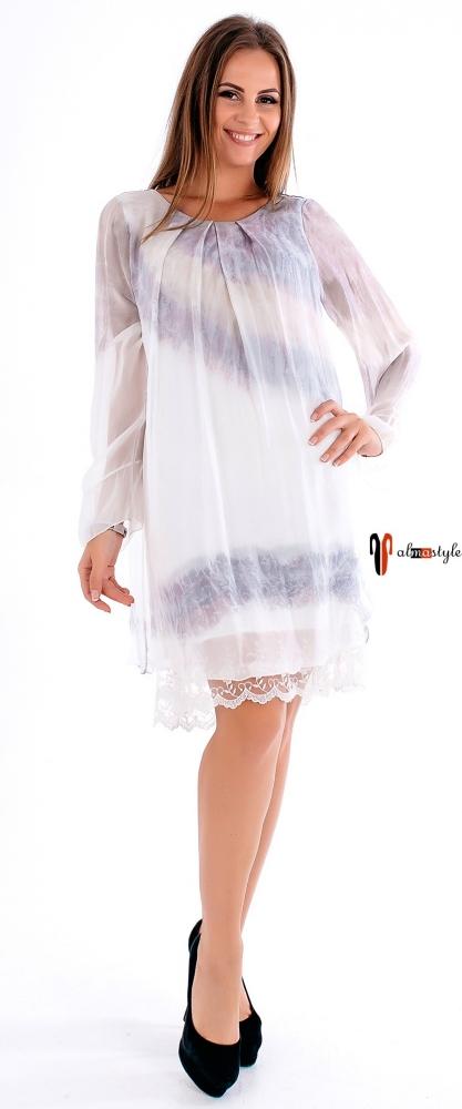 Короткое платье из шелка и гипюра