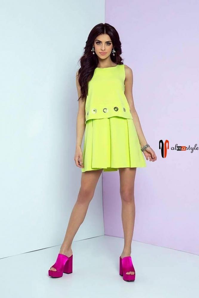 Короткое лиловое платье без рукавов