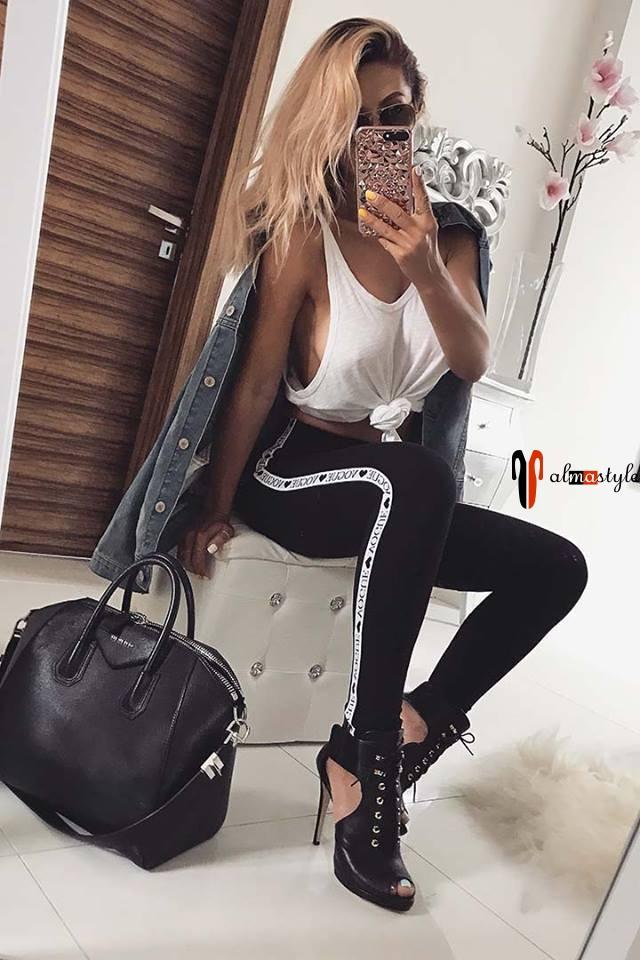 Женские спортивные брюки черного цвета с лампасами