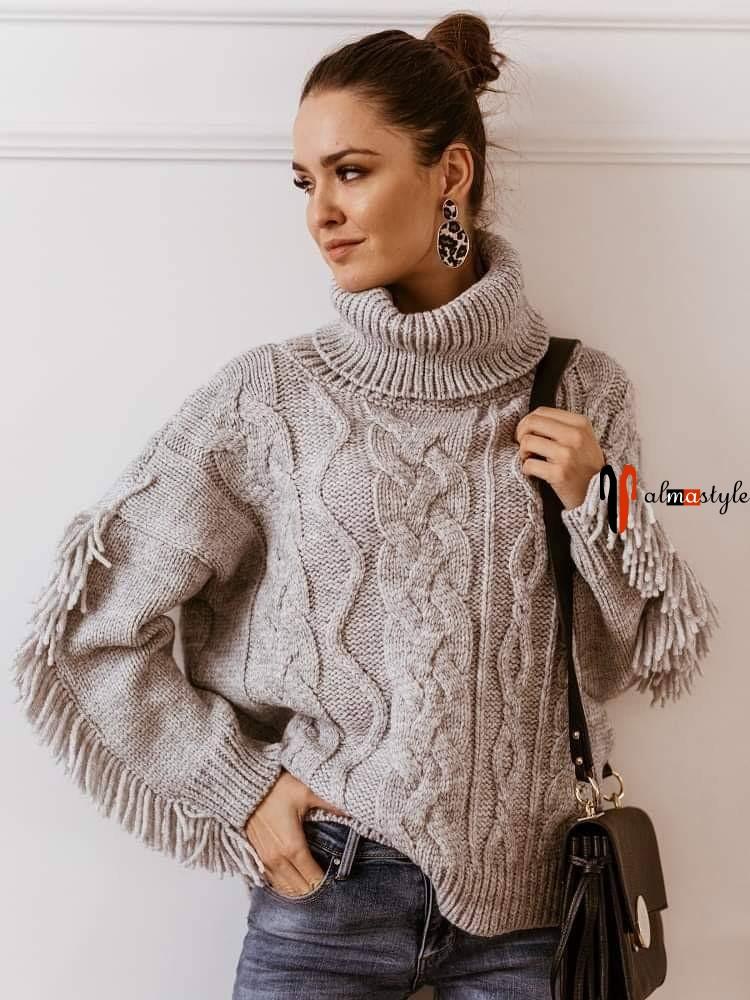 Серый свитер шерстяной крупной вязки с бахромой