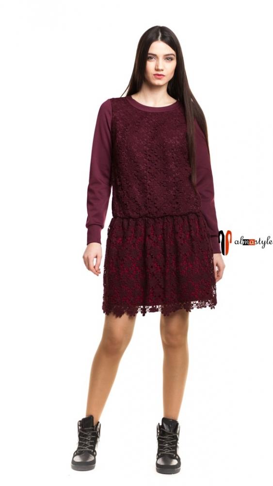 Трикотажное платье с напуском цвета марсала