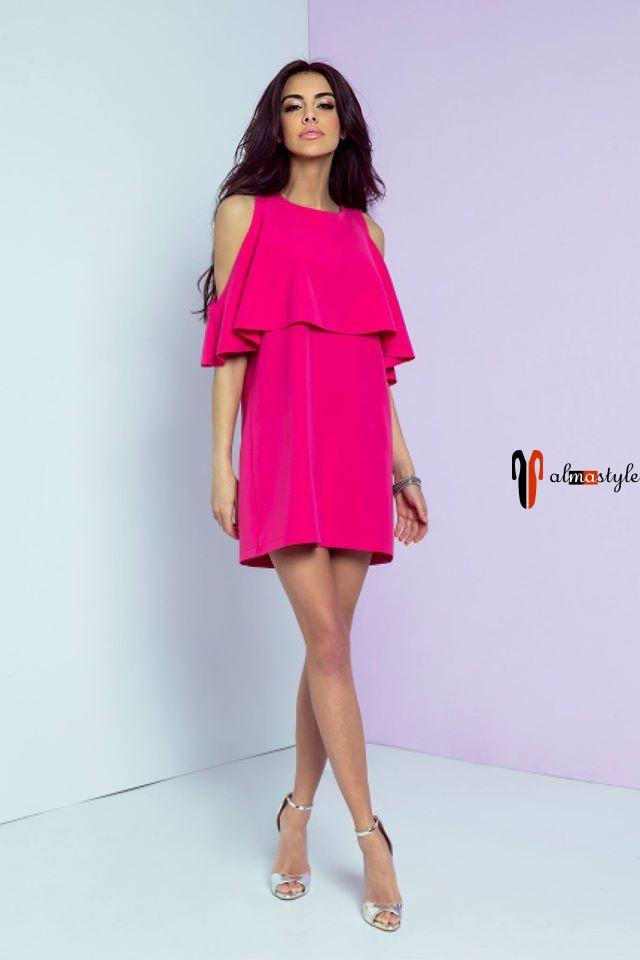 Короткое вечернее платье с открытыми плечами цвета фуксии