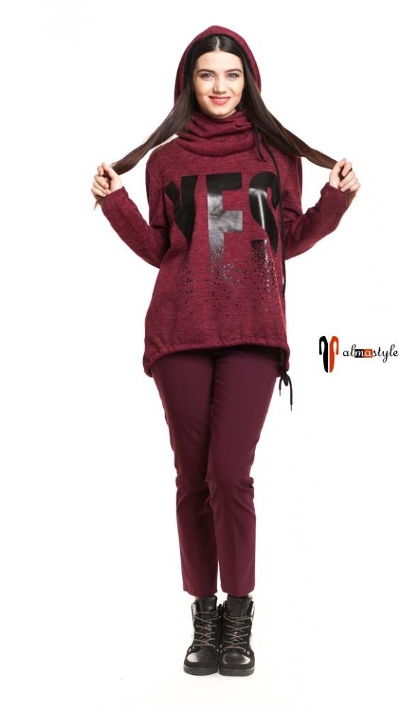 Бордовый свитер с капюшоном