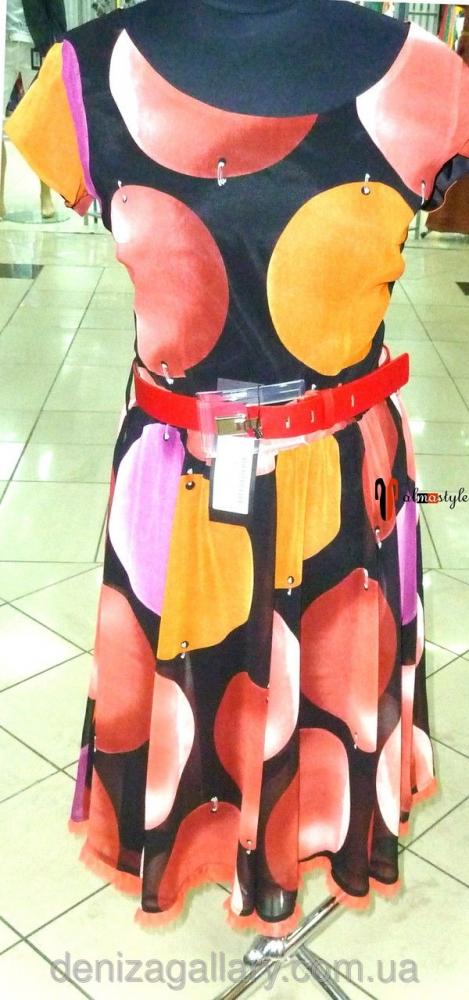 Яркое летнее платье с ремнем