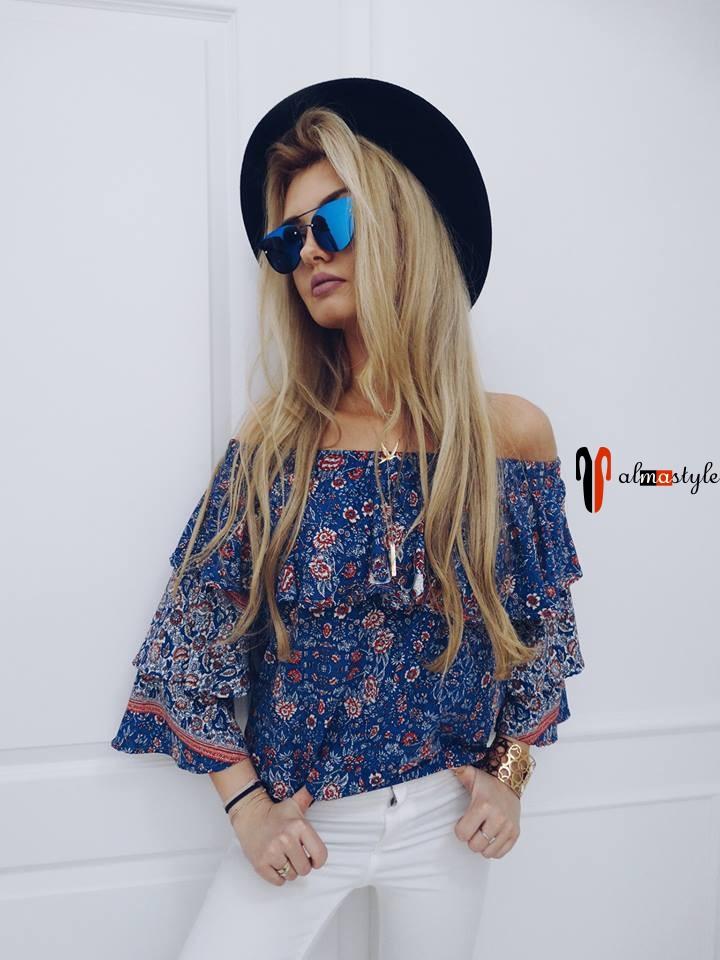 Стильная цветная блуза с открытыми плечами и воланами