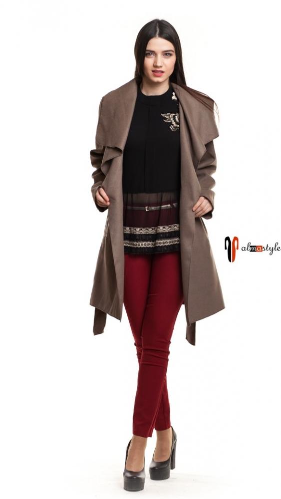 Бежевое шерстяное пальто на весну и осень