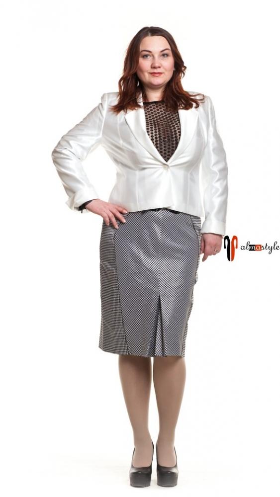 Пиджак белый, юбка серебристого цвета