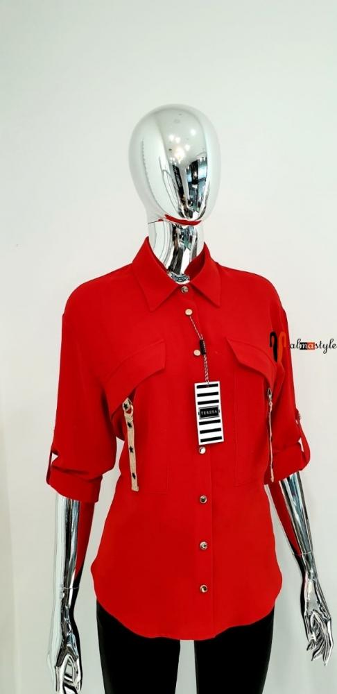 Блуза красная классическая с накладными карманами