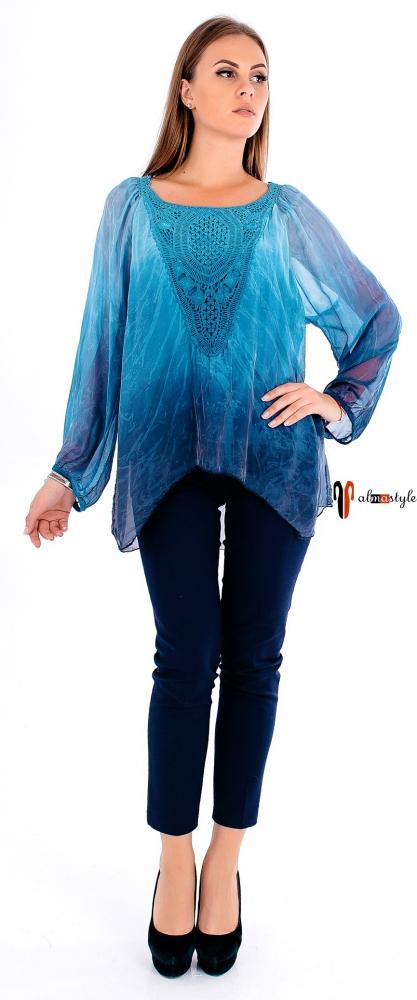 Голубая туника-блуза с градиентом