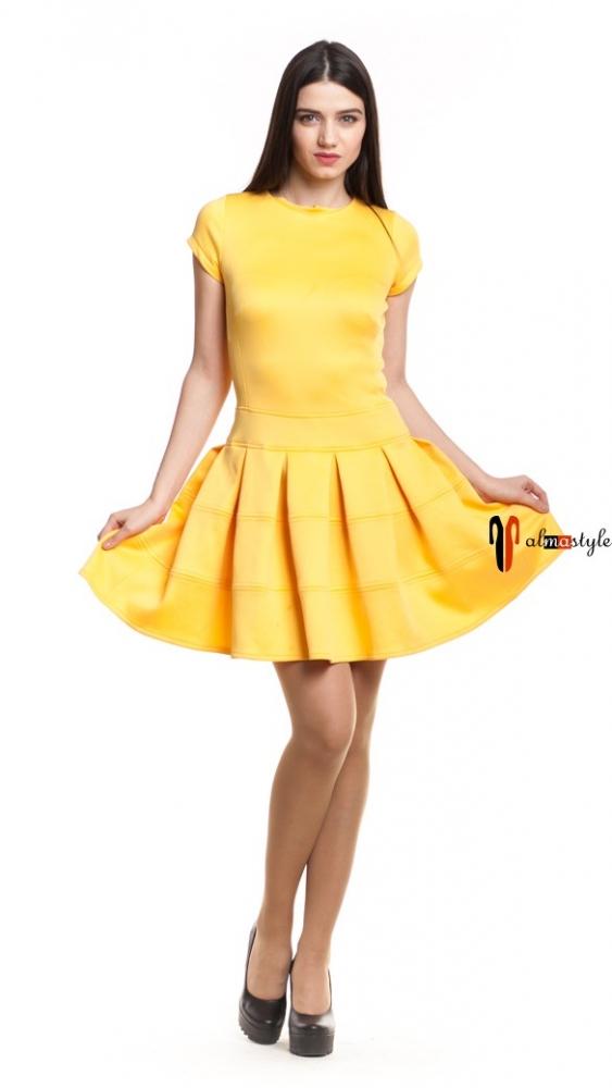 Короткое желтое платье клеш