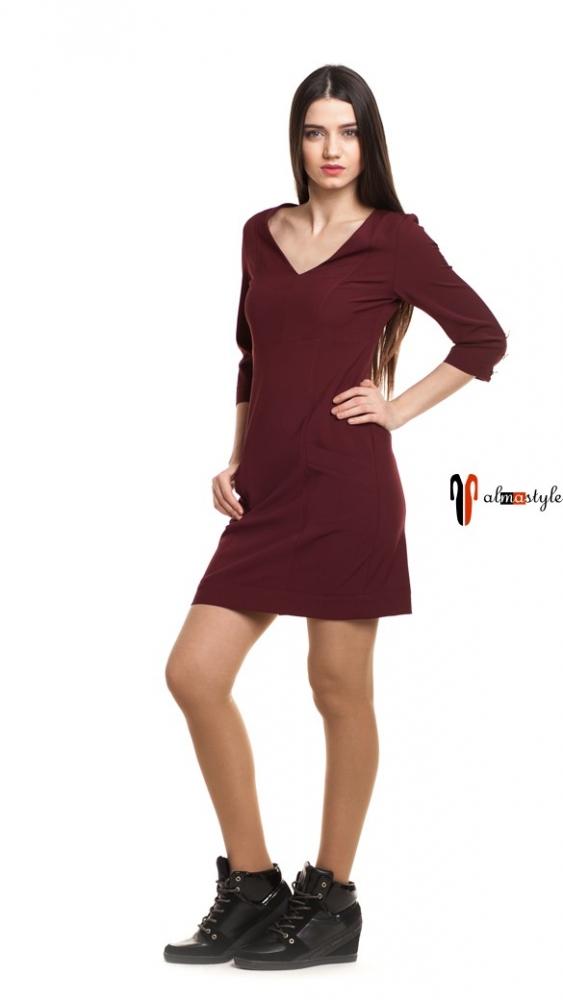 Приталенное короткое платье цвета марсала