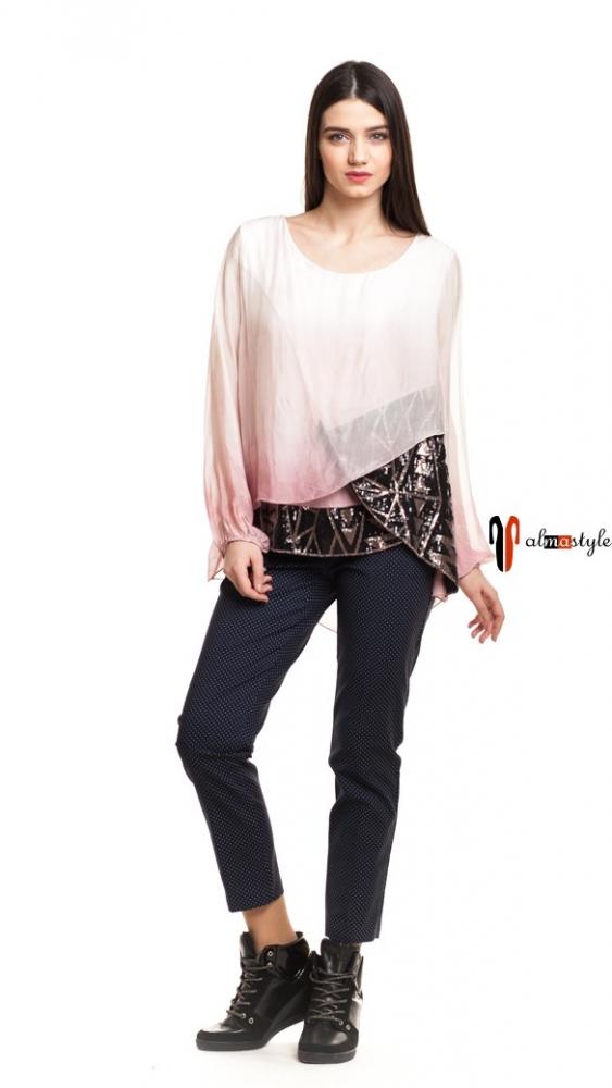 Блуза пудрового оттенка с пайетками