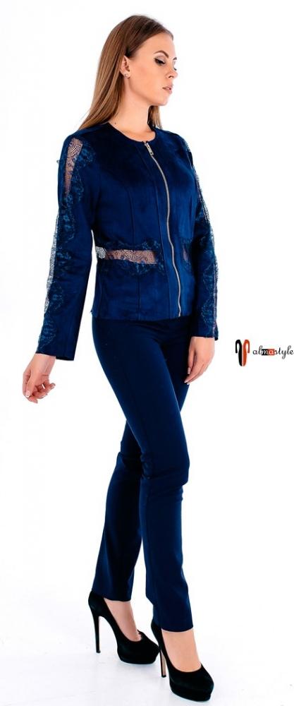 Синий пиджак из эко-кожи и вставками из гипюра