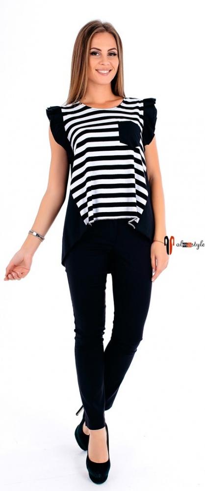 Черно-белая футболка в полоску