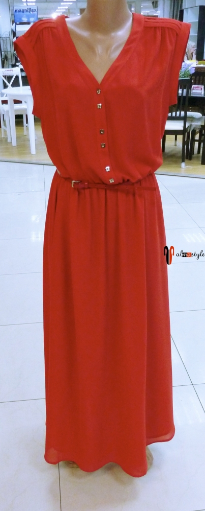 Длинное красное платье-рубашка с коротким рукавом