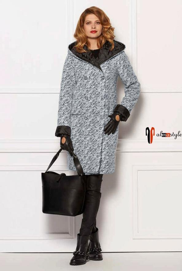 Прямое пальто серого цвета с капюшоном