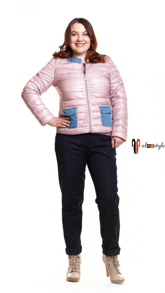 Куртка розовая, короткая, с накладными карманами джинсовыми