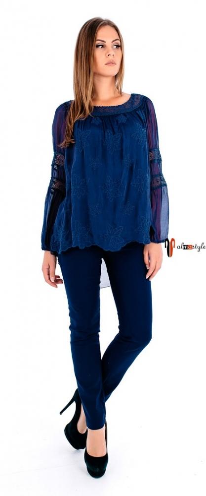 Синяя блуза с длинным рукавом из шелка с гипюром